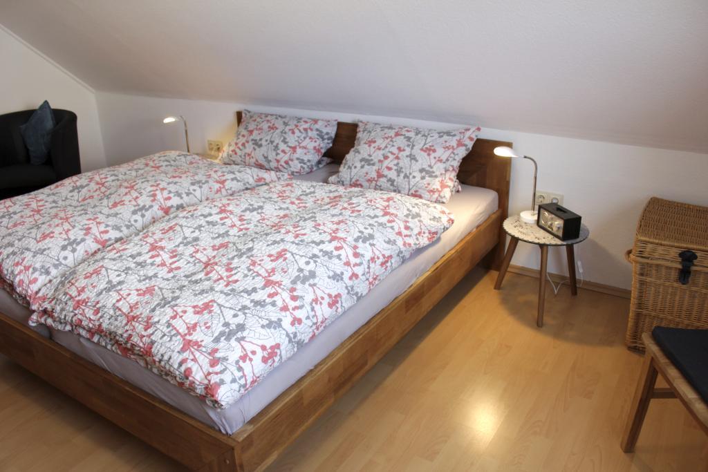 Blick in das Schlafzimmer der Ferienwohnung Bad Lippspringe