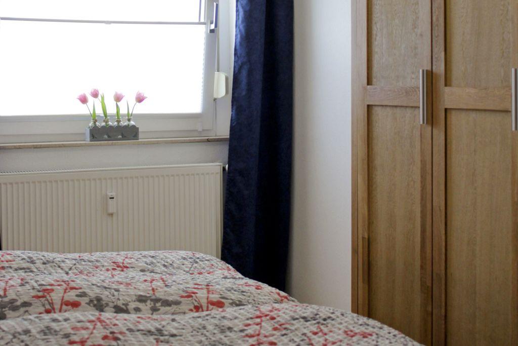 ImSchlafzimmerfinden Sie einen geräumigen Kleiderschrank